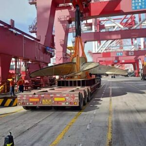 Conqueror Qingdao moves a sea freight shipment of a propeller with a weight of  over 58 Mt